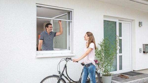 Rollo-für-Fenster-und-Dachfenster-Insektenschutz-e1564400851403.jpg